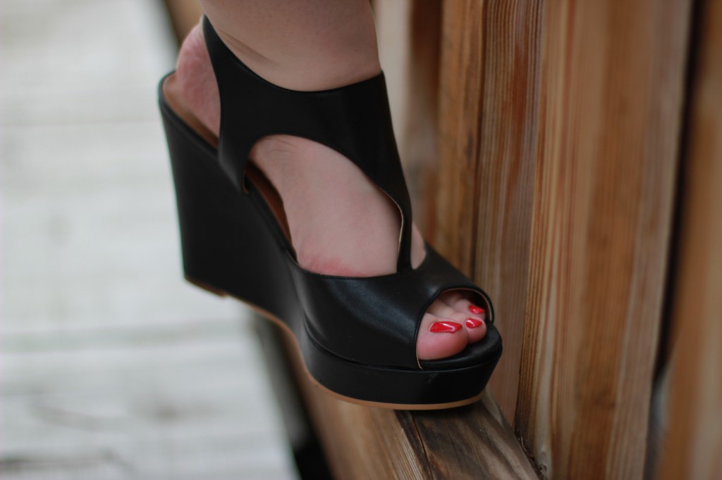 Perfect wedge sandals for summer