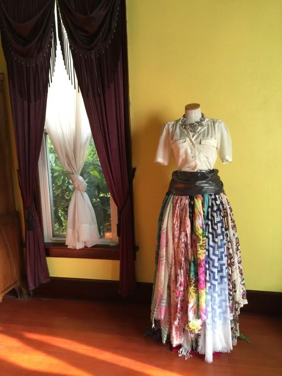 Fashionable and Creative Scarf Organization
