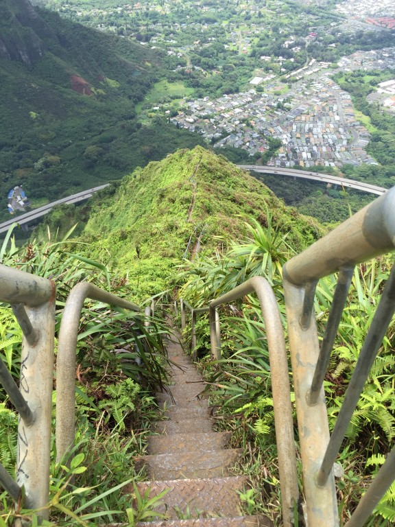 23 - Haiku stairs overlooking the H3