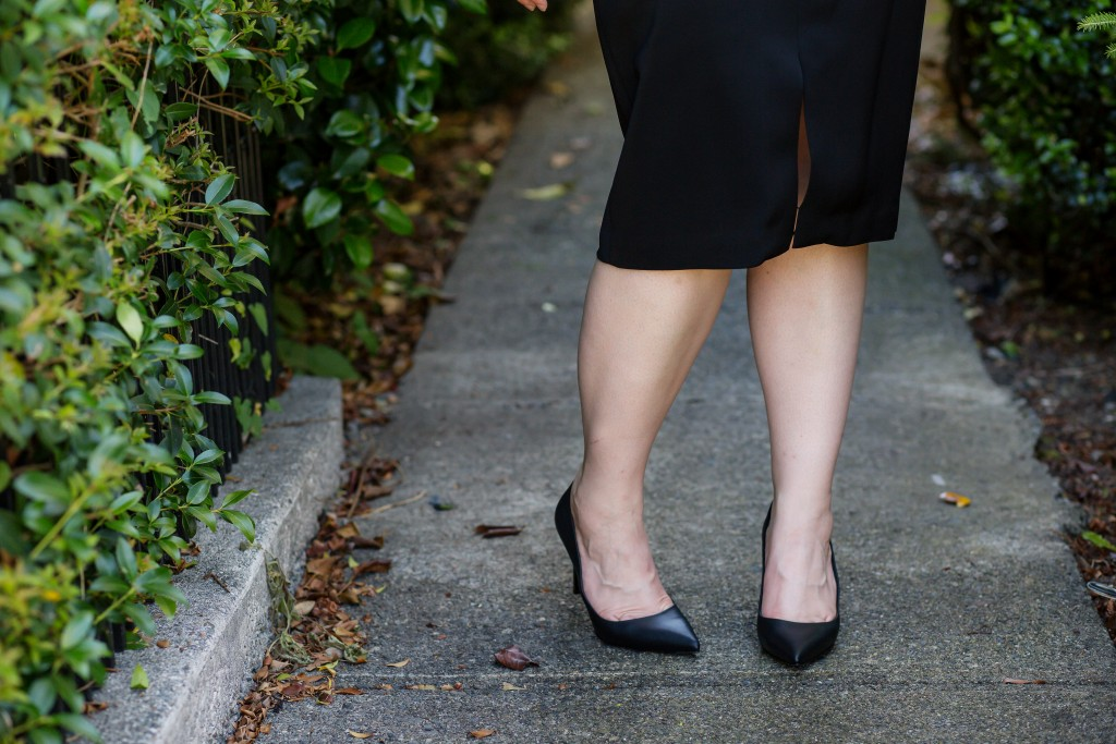 10-black-pencil-skirt-and-black-pumps