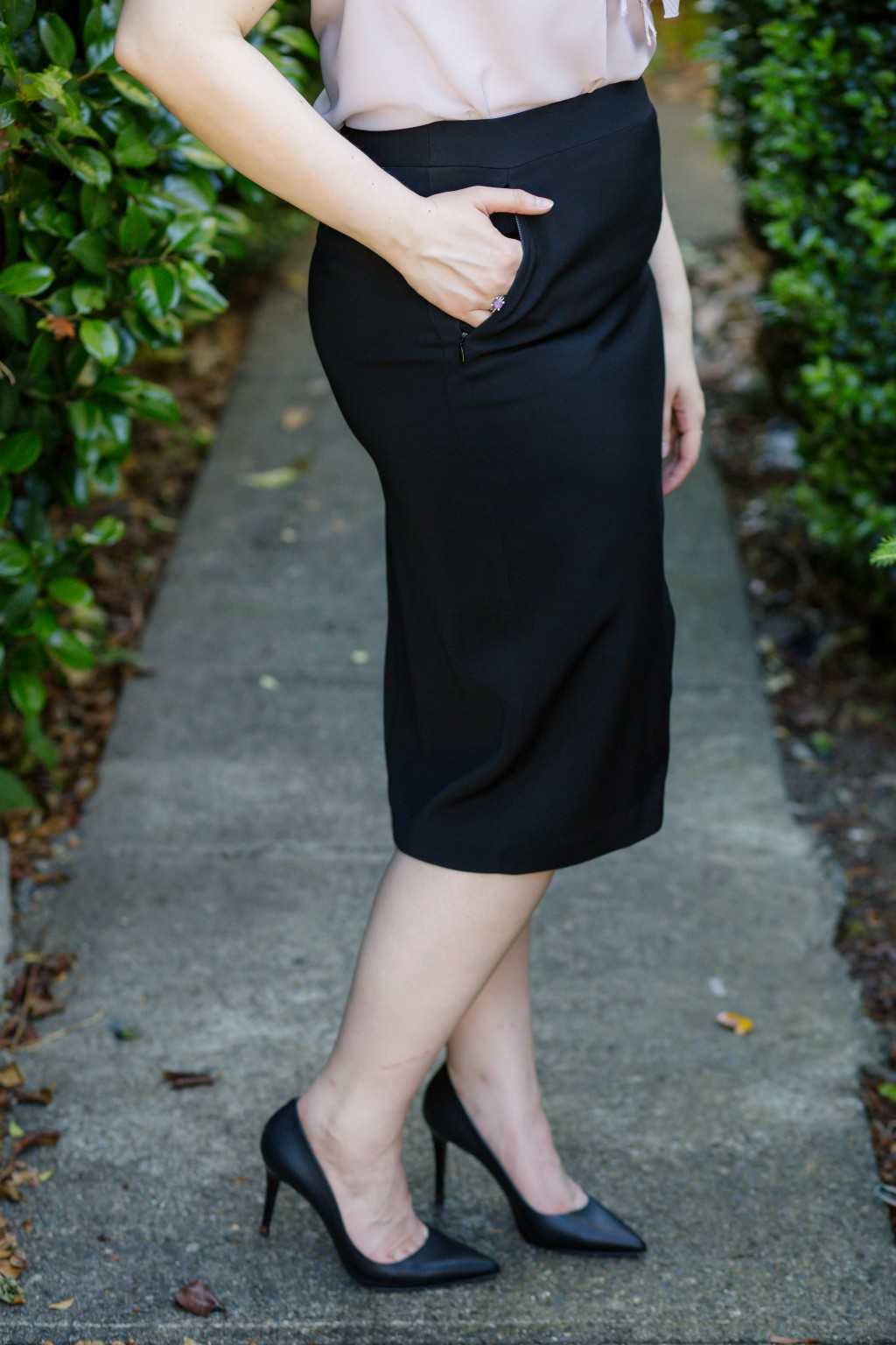 5-classic-black-pencil-skirt-for-the-office
