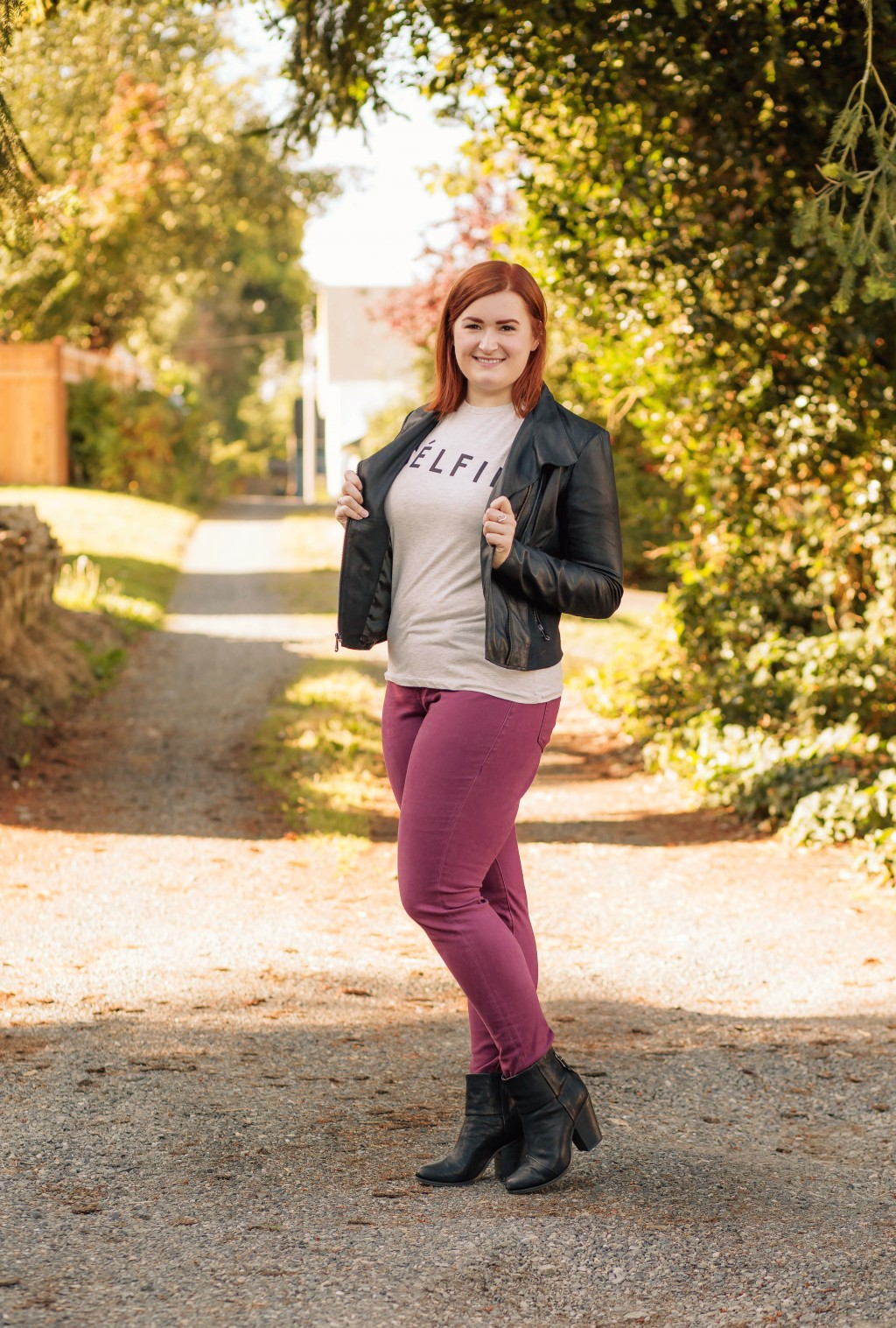 18-maroon-skinnies-with-leather-jacket