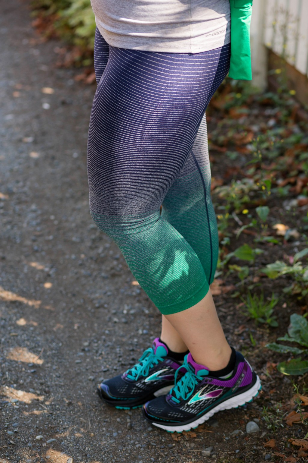 5-seattle-sports-colored-leggings-by-brooks-running