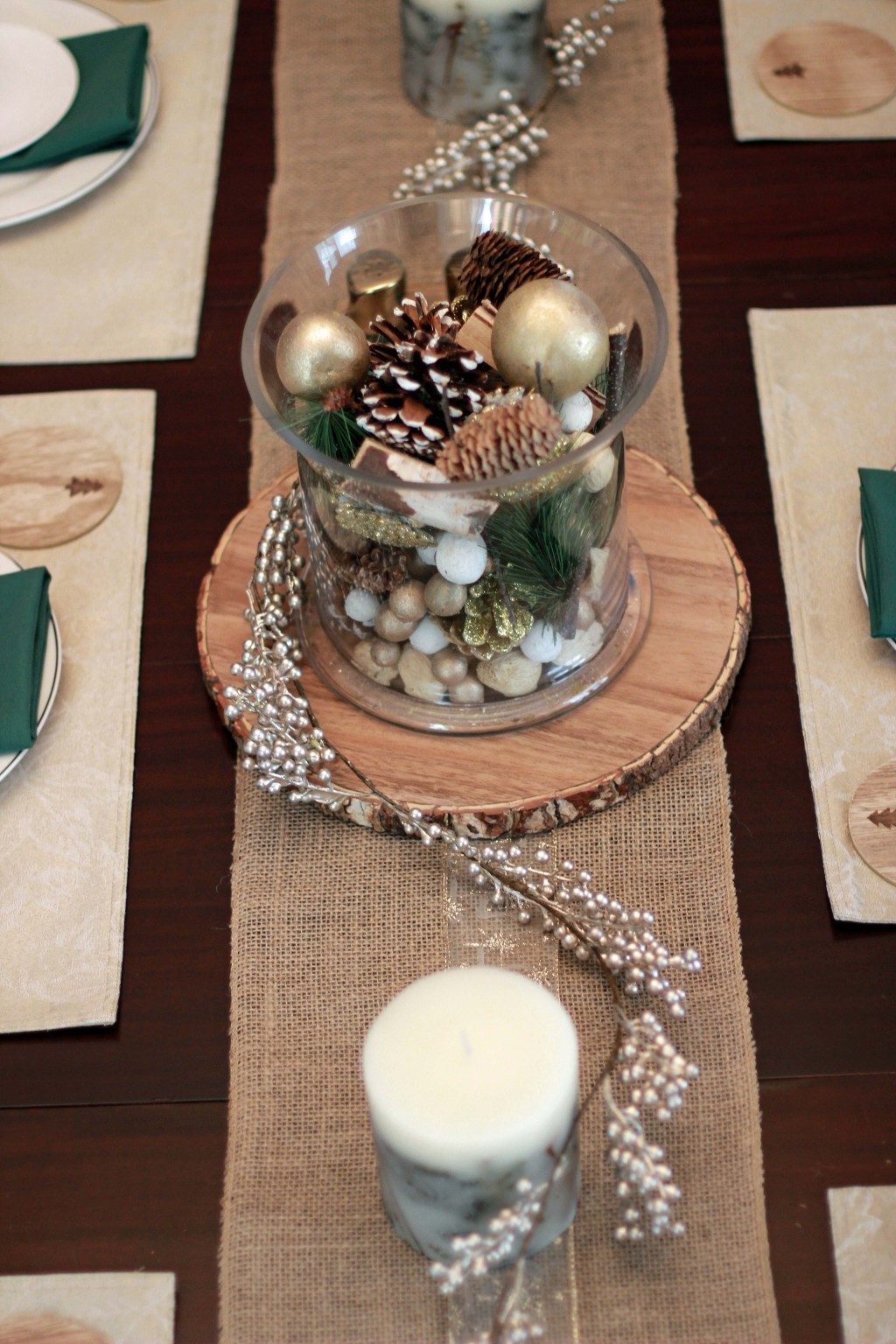11-burlap-table-runner-with-ribbon