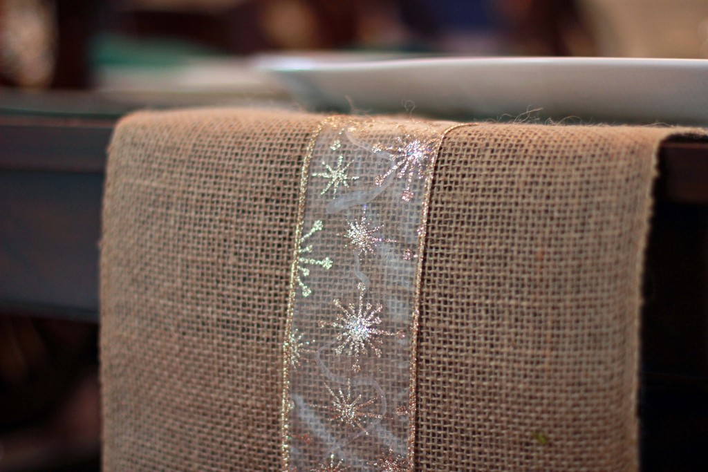12-diy-table-runner-with-ribbon