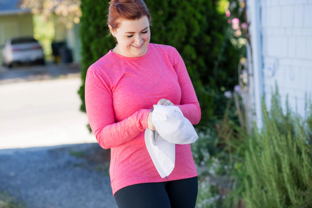 12-compact-running-vest-that-folds-into-pouch